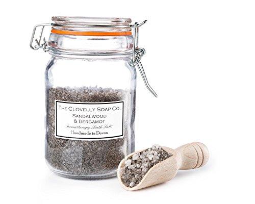 The Clovelly Soap Co. Sali da bagno al legno di sandalo, bergamotto e fango del Mar Morto, barattolo ermetico con cucchiaio di legno