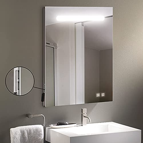 Specchio bagno da parete modello Alava 60x80 cm con profilo superiore LED da 10W, 2 pulsanti digitali, 2 porte USB e funzione anti-appannamento. Luce bianca (5700K) con efficienza energetica A+.