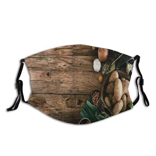 Raccogliere Varie Verdure Sul Tavolo In Legno Rustico Cipolle Patate Zucchine Pomodorini Decorazioni per il viso Fa-Ce Co-Ver Fa-Ce Ma-Schera con filtri