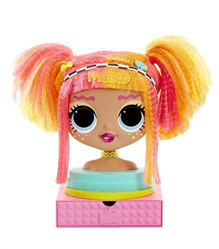 L.O.L. Surprise, O.M.G. Styling Head Neonlicious - Testa da parrucchiere con 30 sorprese, estensioni da parrucchiere, accessori, pratica funzione acqua sorpresa, giocattolo per bambini dai 3 anni
