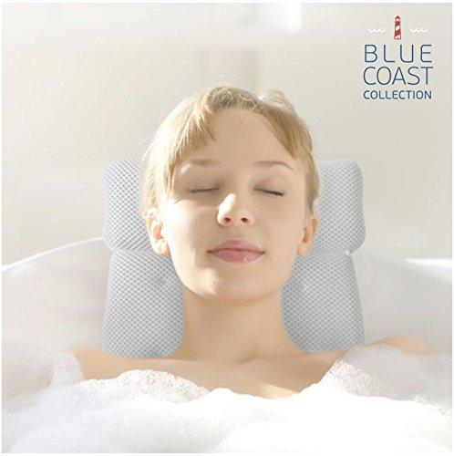 Cuscino Premium per vasca da bagno. Il lusso Rousset Bath Pillow è un cuscino poggiatesta per vasca da bagno, Jacuzzi, spa e idromassaggio. Pensato per un comfort superiore, è realizzato con un tessuto morbido, resistente a muffe e funghi, facile da pulire e che si asciuga in poco tempo. Goditi un bagno ancor più rilassante oggi stesso!