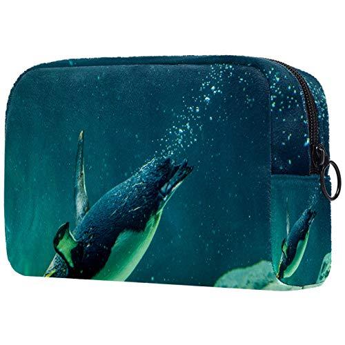 Borsa per il trucco Organizer Piccolo cosmeticoBagsforWomen Travel Toiletry Bag Custodia per il trucco Borsa a mano Piccolo pinguino australiano che nuota nel serbatoio dell'acqua