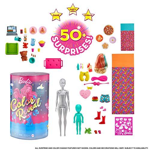 Barbie Color Reveal Mega Sorprese con Oltre 50 Sorprese, 2 Bambole, 3 Animaletti e 36 Accessori a Tema Pigiama Party, Giocattolo per Bambini 3+ Anni, GRK14